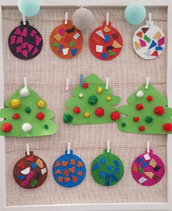 Gyerekek által készített karácsonyi díszek a családi bölcsiben