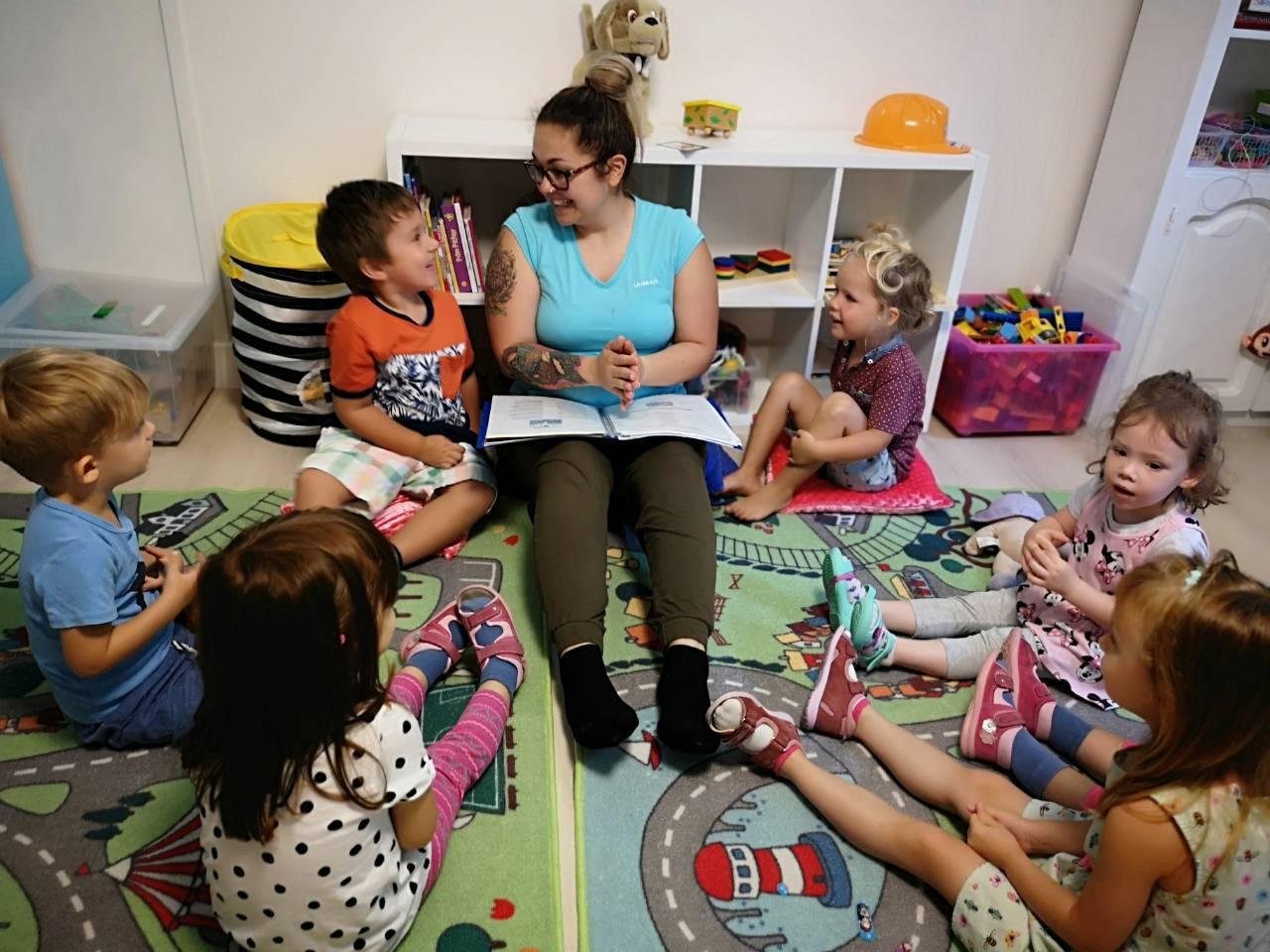Meseolvasás és tapsolás - ritmikus gyakorlatok a családi bölcsiben