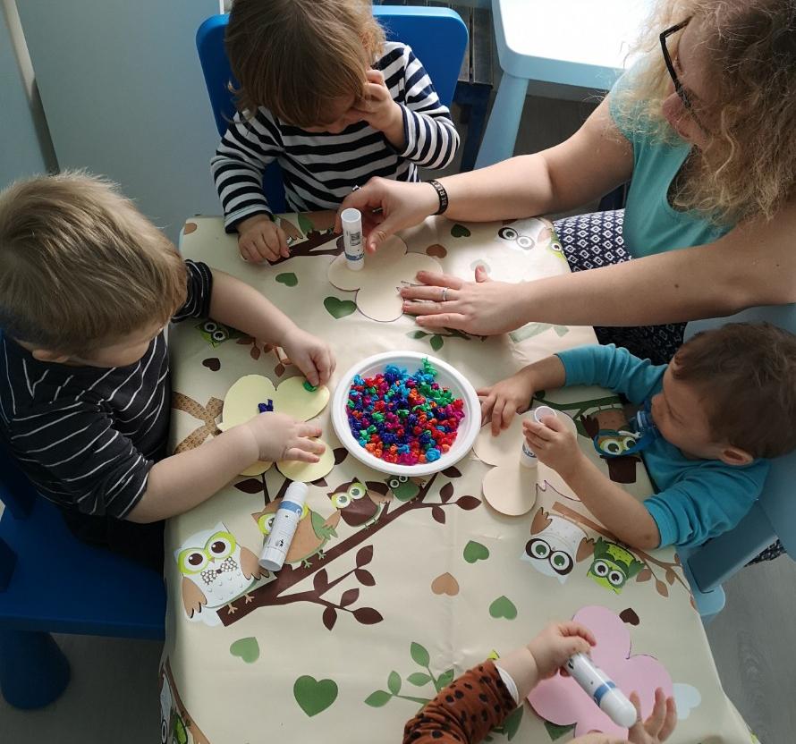 Pillangó díszítés a családi bölcsiben