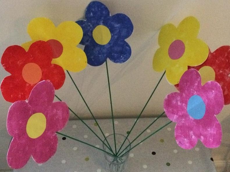 Gyerekek által készített virágok