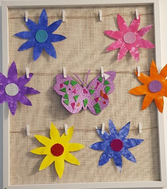 Virágok és pillangó készült