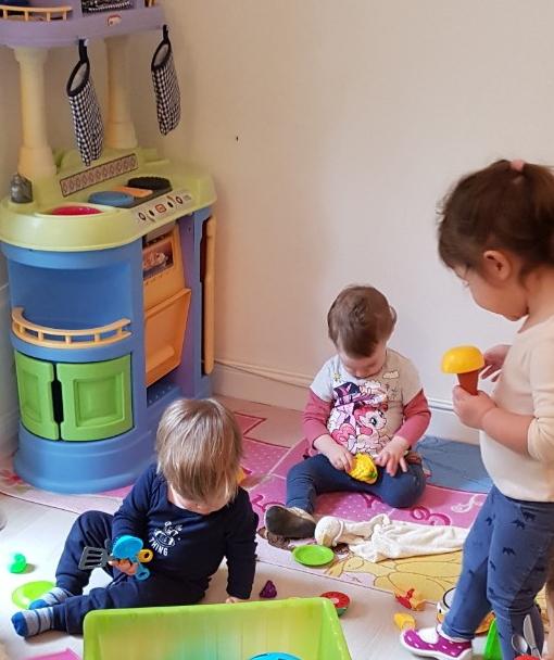 Főzős játék a családi bölcsiben