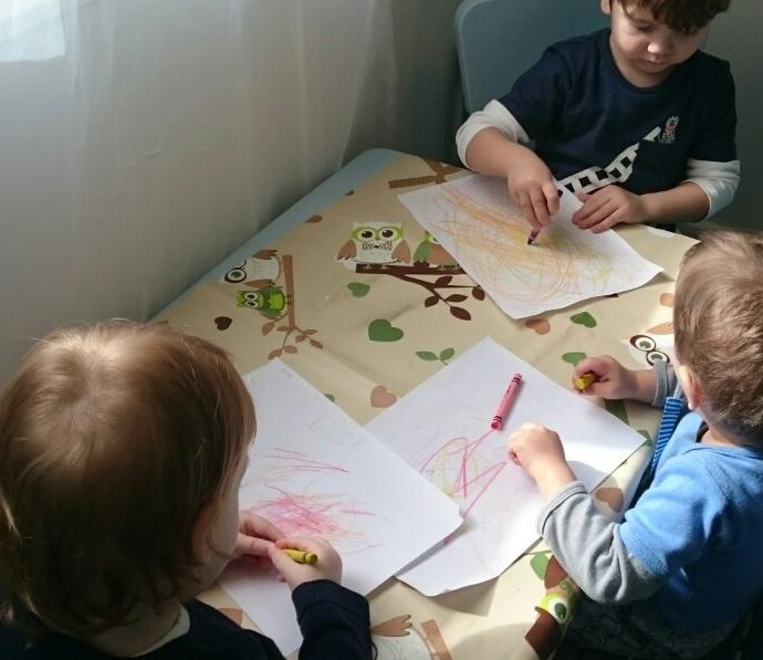 Rajzolós program a családi bölcsiben